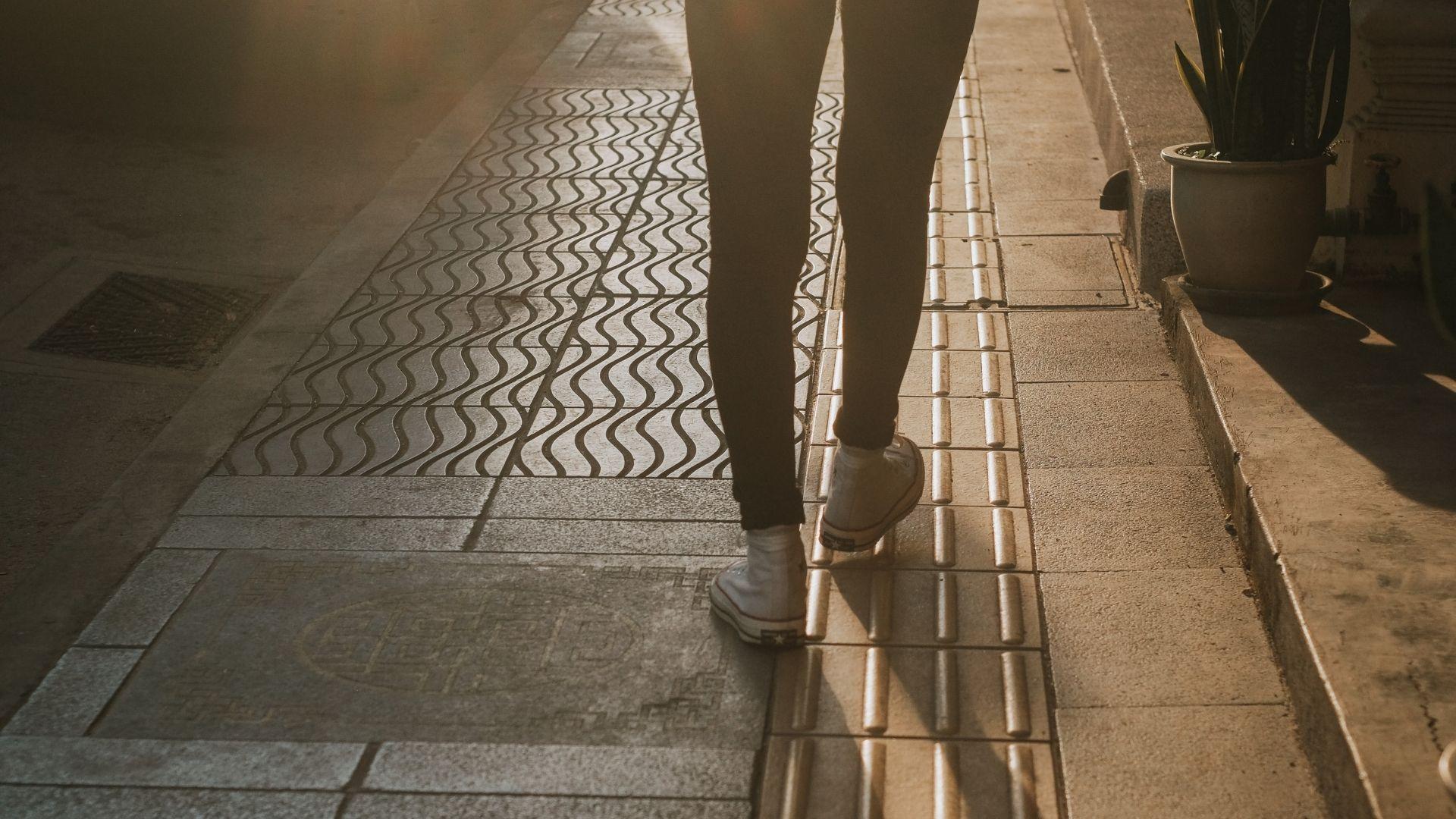 03 - 10000 Schritte Kalorien - ©www.canva.com